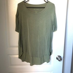 AE Soft & Sexy T in Olive Green Size Small Hi-Lo